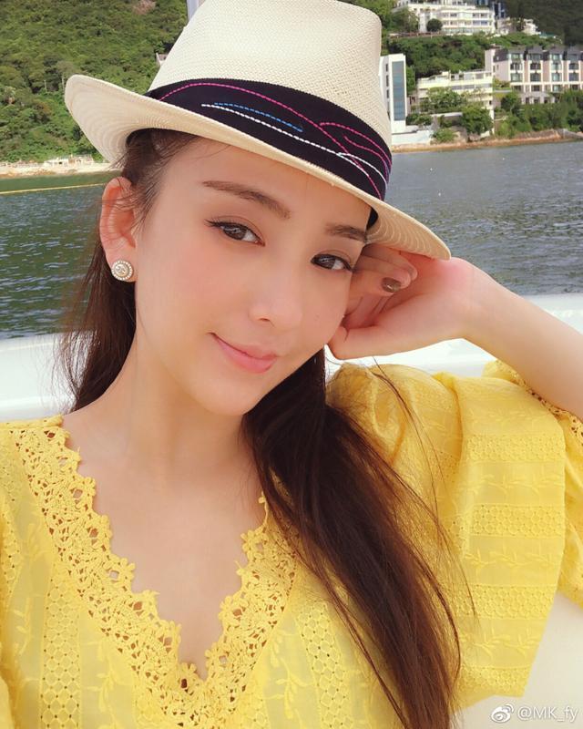 太太色电影网_郭富城与太太约会看电影,方媛拎爱马仕包包显身份