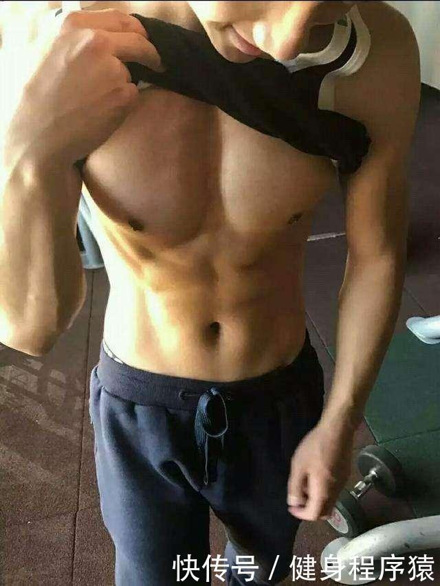 腹肌自拍_70张健身腹肌胸肌帅哥,40张健身自信自拍,足够激励你健身!不够?